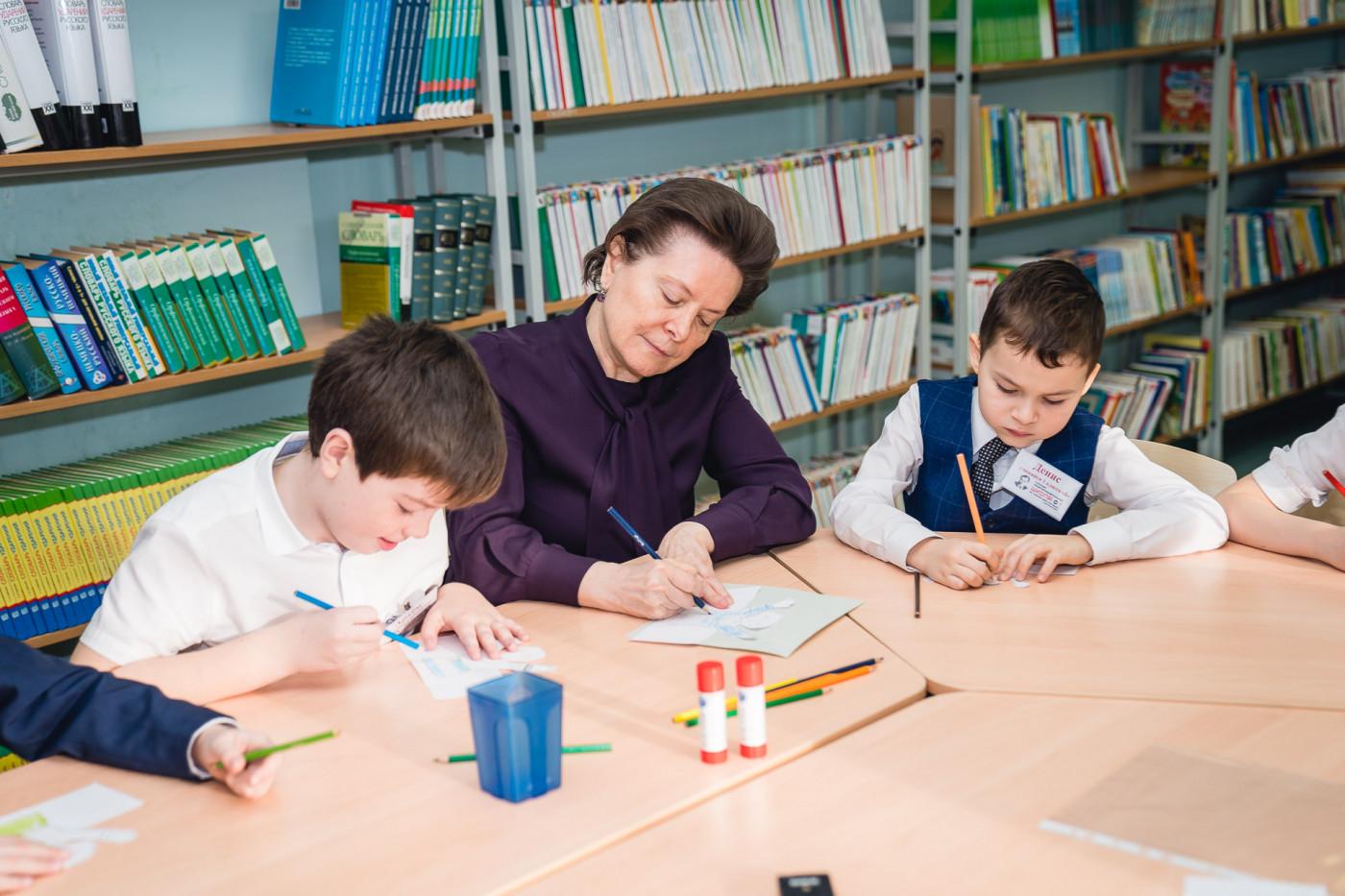 Губернатор ХМАО Н. Комарова с детьми
