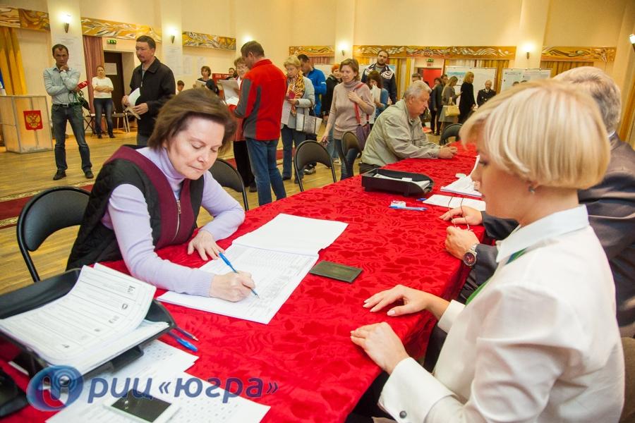 Выбор сделан. Наталья Комарова отдала голос насвоем избирательном участке, отстояв маленькую очередь